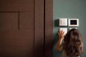 a little girl turns the lights off to save electricity during the lockdown